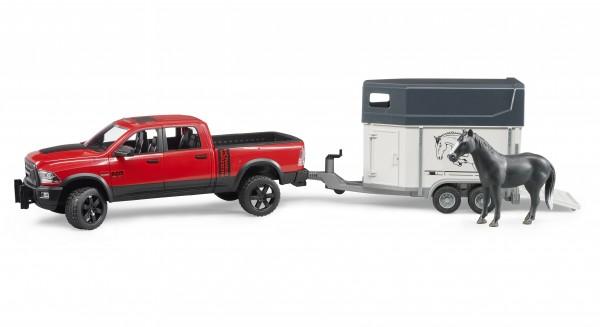 RAM 2500 Power Wagon mit Pferdeanhänger und Pferd