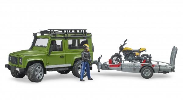 Land Rover Defender mit Anhänger, Scrambler Ducati Full Throttle und Fahrer